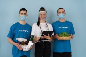 jovens voluntarios